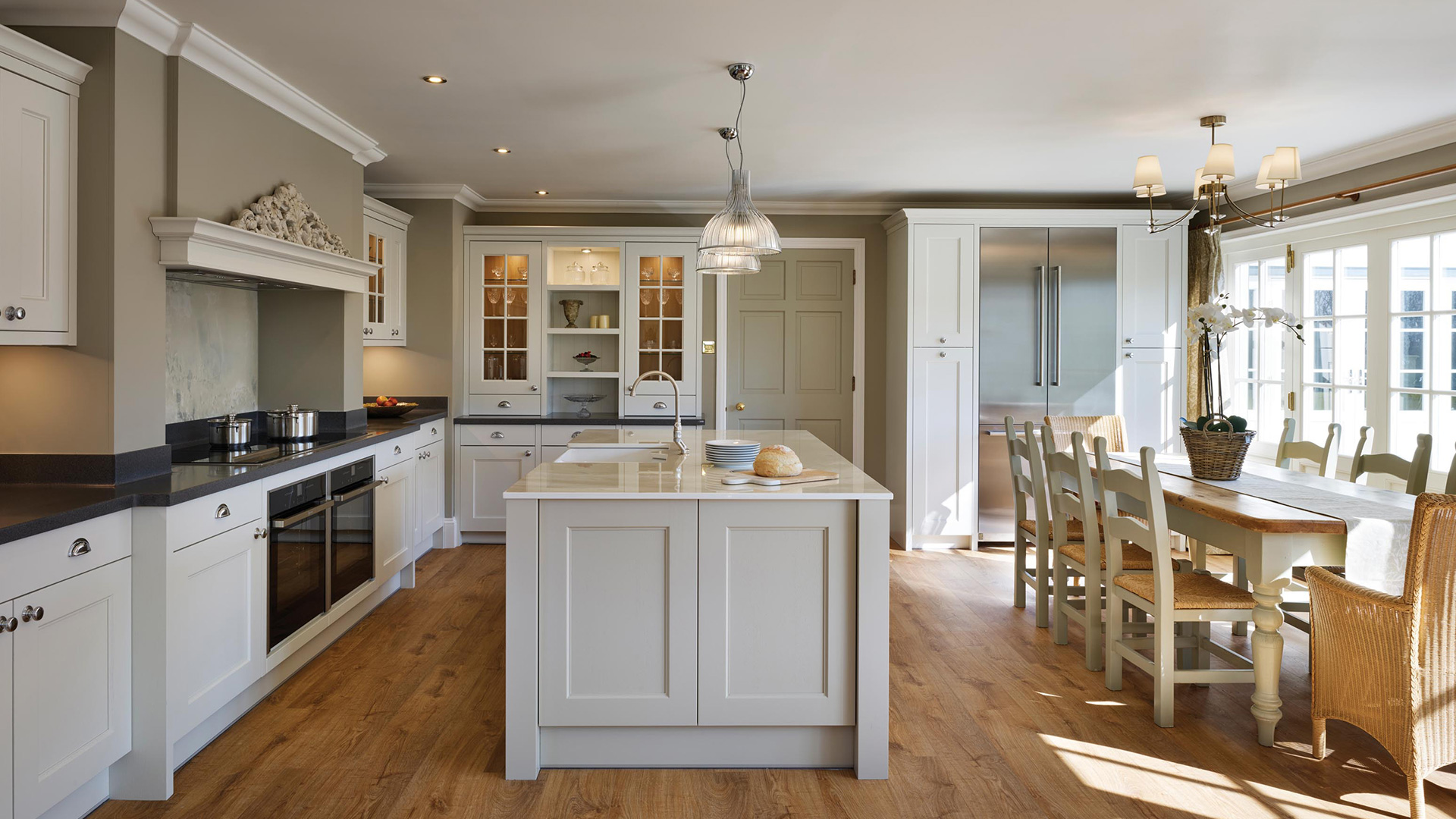Country Kitchen & Utility Room With Quartz Worktop