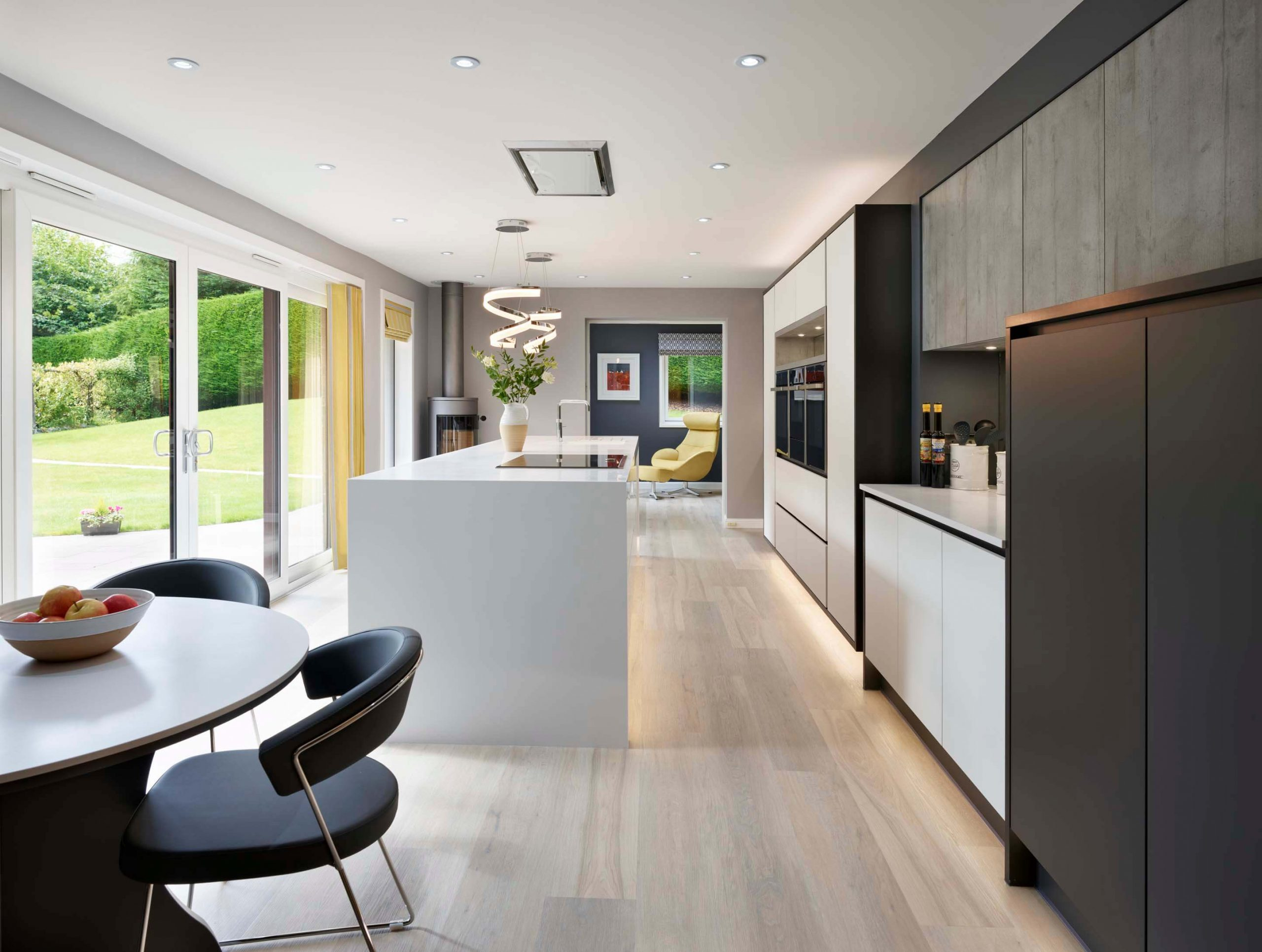 Modern Handleless Kitchen With An Industrial Style (3)