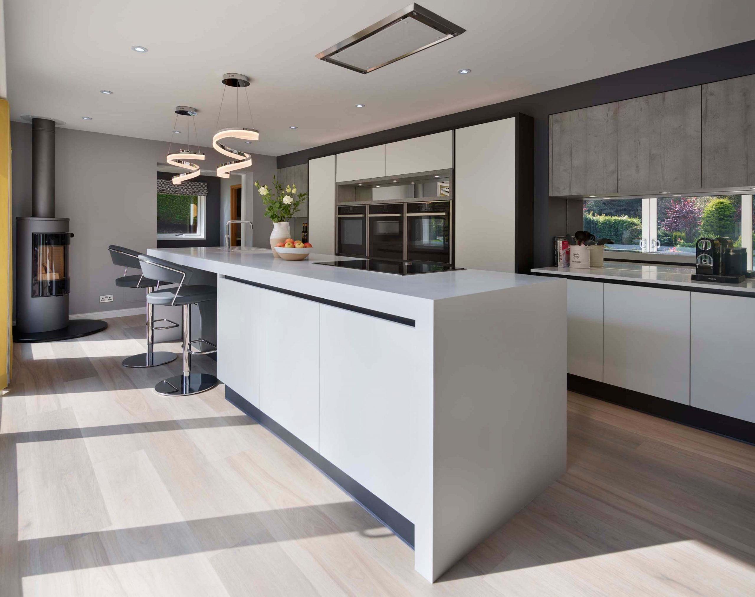 Modern Handleless Kitchen With An Industrial Style (4)