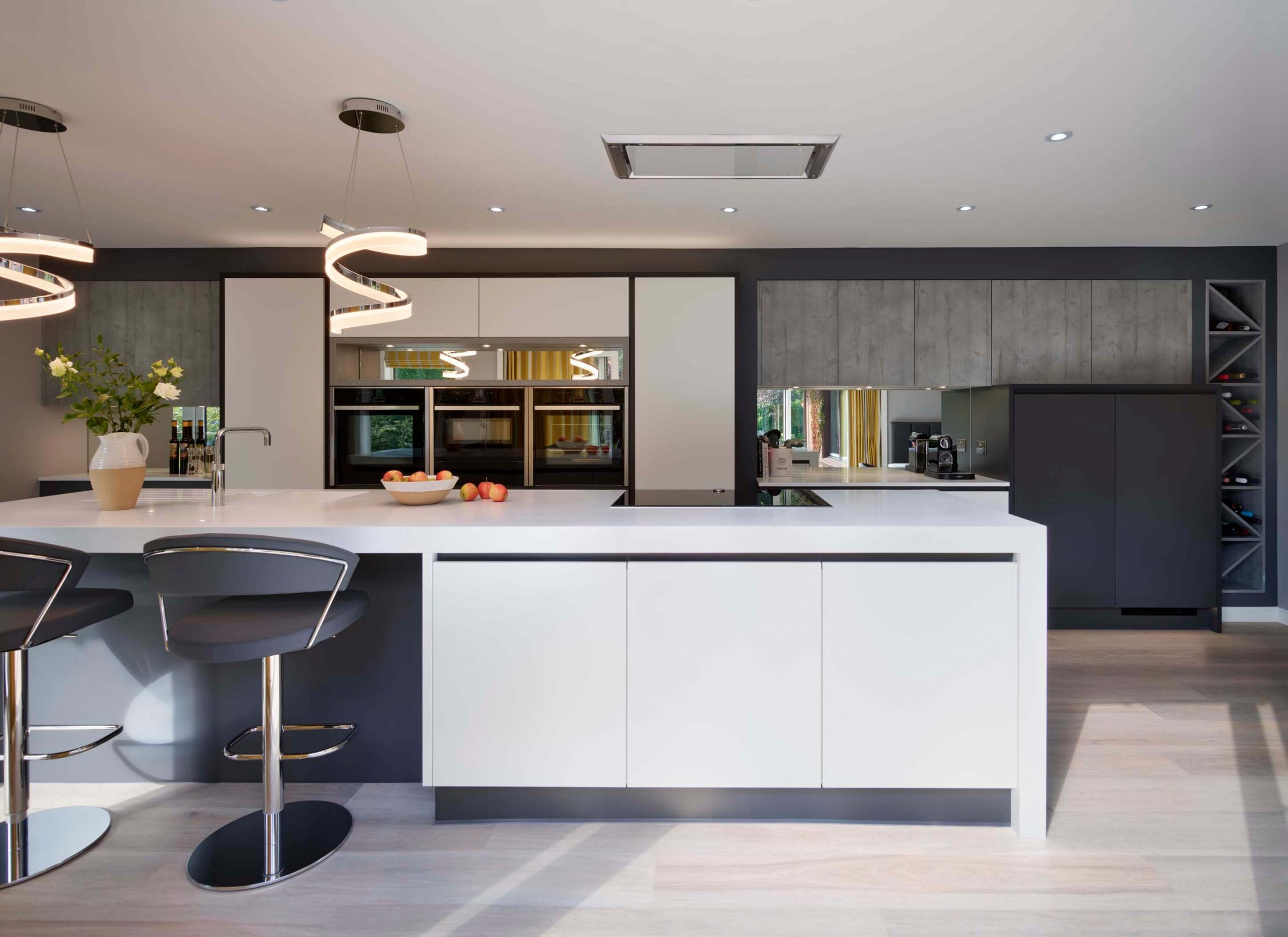 Modern Handleless Kitchen With An Industrial Style (5)